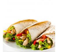 Тортилья с курицей и авокадо